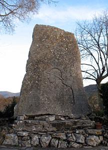 le monument aux morts sculpté par P. Dardé