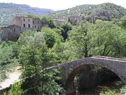 le pont de Navacelles dans le fond du Cirque