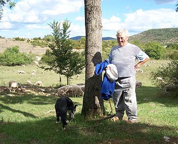 photo Madame Magne, son chien et son troupeau